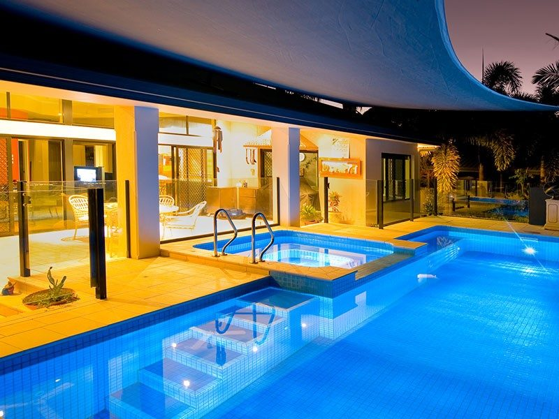 25 Luxurious House With Cool Swimming Pools Creative